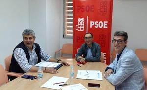 Los funcionarios de prisiones trasladan sus quejas al PSOEy exigen soluciones