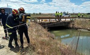 Fallece un matrimonio tras caer un coche a un canal en la localidad leonesa de San Millán de los Caballeros