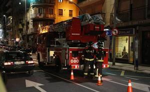 Los bomberos rescatan a siete jóvenes atrapados en un ascensor en Salamanca