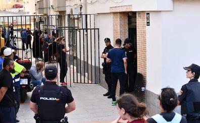 Un guardia civil se suicida tras disparar a las piernas de su mujer, en una vivienda de Ceuta