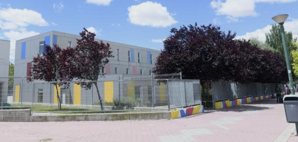 Cien niños del colegio Parque Alameda de Valladolid comen cada día en el gimnasio del centro