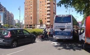Un vehículo averiado causa retenciones en el Paseo del Arco de Ladrillo de Valladolid