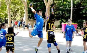 90 partidos para poner punto final al balonmano escolar