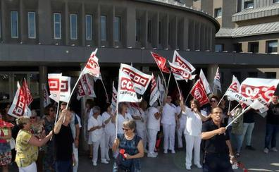 Los limpiadores del Hospital General de Segovia aparcan las protestas y la amenaza de huelga