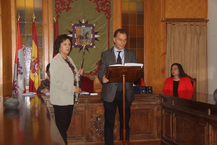 El candidato de Arévalo Decide, Francisco León, es elegido alcalde de Arévalo gracias al voto del edil del PSOE Rodrigo Romo