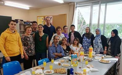 Despedida «a la española» en las clases de idioma que imparte Fundación Rondilla para extranjeros