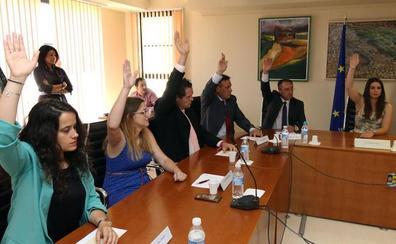 El mandato multicolor de Palazuelos empieza con la división de la corporación en dos bloques