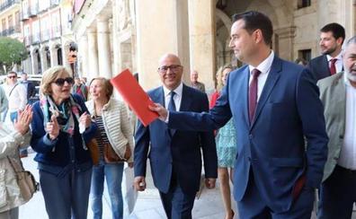 El socialista Daniel de la Rosa es investido alcalde de Burgos tras la falta de acuerdo entre Ciudadanos y VOX