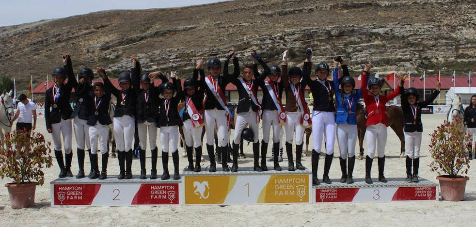 Emoción hasta el final en el campeonato de Castilla y León de salto de ponis