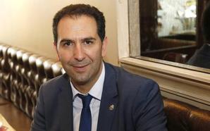 Mario Simón: «Somos un equipo de doce personas preparadas que está por encima de las siglas»