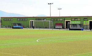 El cambio del césped del campo de fútbol o el bus búho en Palazuelos son asignaturas claves para la corporación tripartita