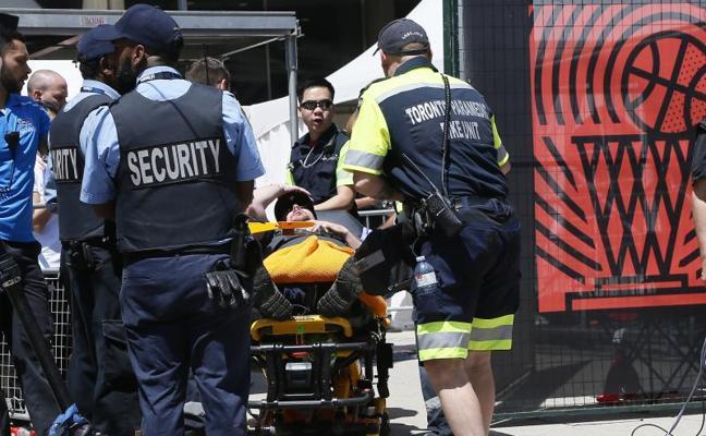 Dos heridos graves durante la accidentada celebración de los Raptors