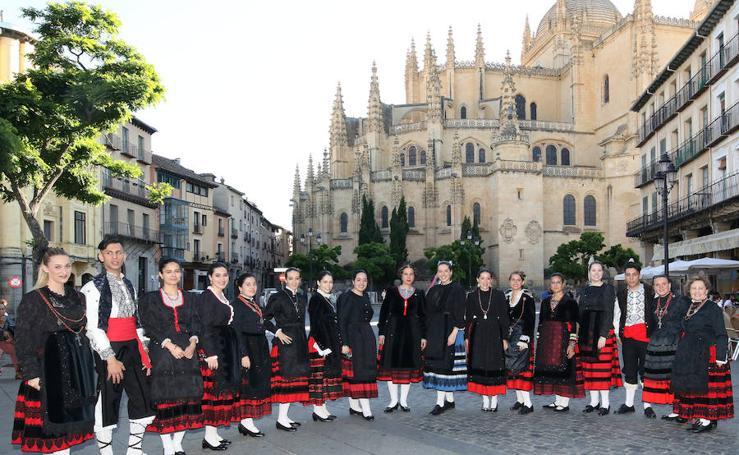 Presentación de los representantes de los barrios para las fiestas de San Juan y San Pedro