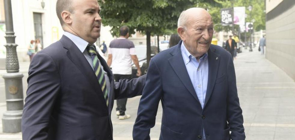 Fernández ratifica la denuncia contra Pesquera por una presunta falsificación