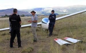 La tormenta obliga a dos pilotos belgas a un aterrizaje forzoso con su planeador cerca de la estación del AVE en Segovia