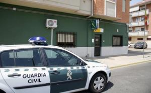 Amenaza con un cuchillo a la Guardia Civil e intenta hacer explotar una bombona de butano antes de ser detenido en Zamora