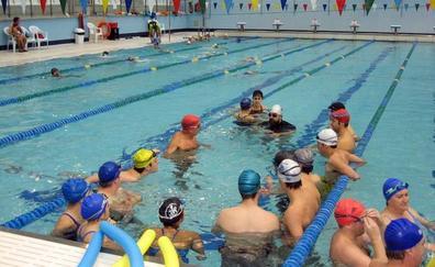 Las quejas de los usuarios fuerzan a ampliar el programa de actividades en la piscina cubierta