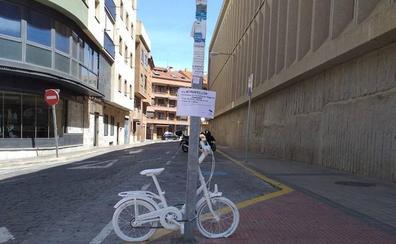 Las 'bicicletas fantasma' llegan a Segovia tras el atropello de tres personas, dos de ellas niños de 3 años, en 72 horas