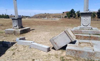 Los vándalos destrozan una de las cruces de los Altos de la Piedad en Segovia