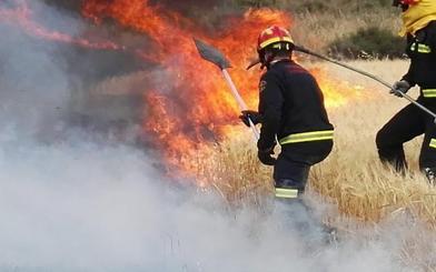 El fuego devora la falda del cerro del Águila en Valladolid