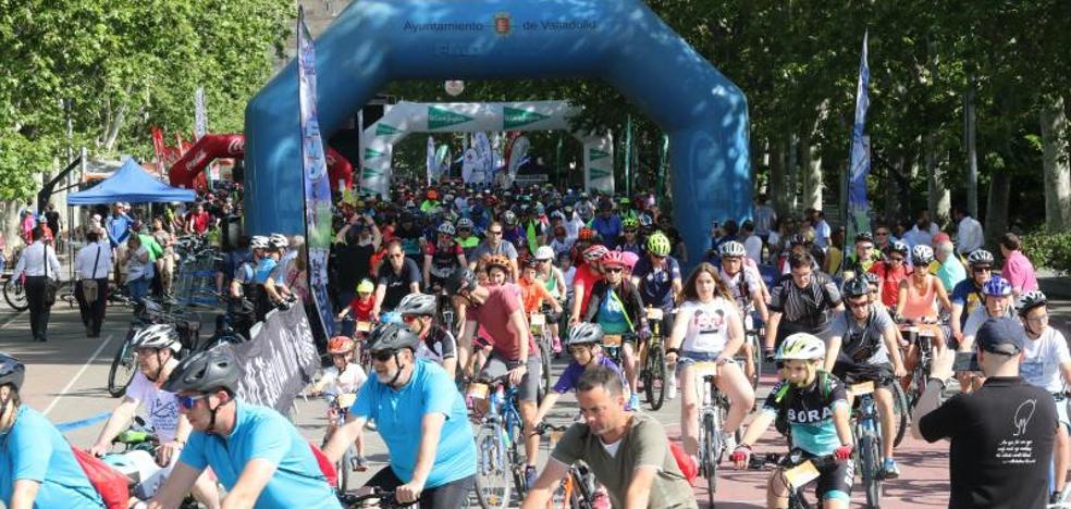 Cerca de 2.000 personas disfrutan del II Día de la Bici en Valladolid