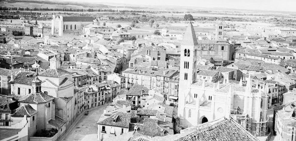 Así era Valladolid hace 90 años vista a pie de calle y fotografiada desde la torre de la catedral