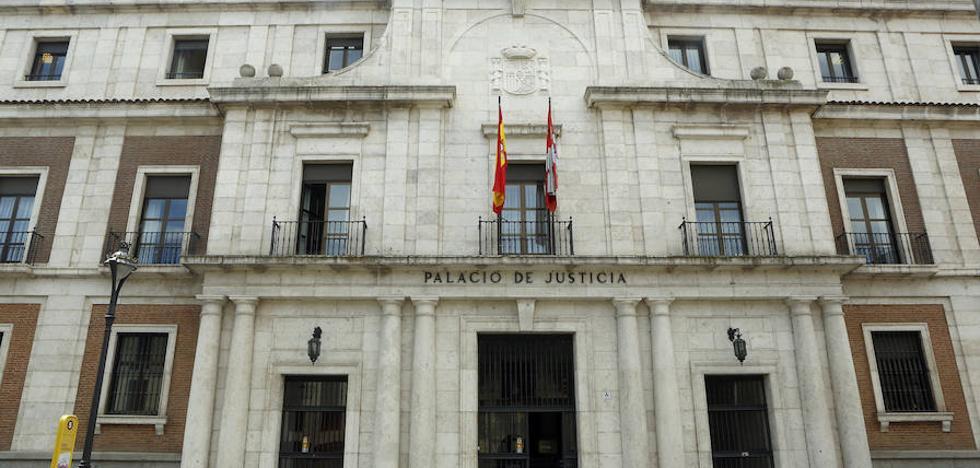 Los bomberos de Valladolid sacan por la ventana a una mujer que denunció estar encerrada por su pareja