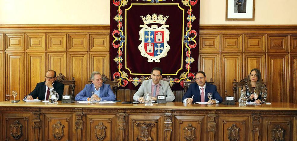 El Ayuntamiento de Palencia empieza a funcionar con el primer pleno