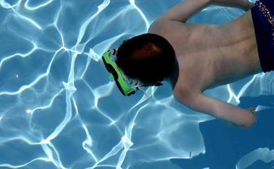 ¿Deben los niños esperar dos horas para bañarse después de comer?
