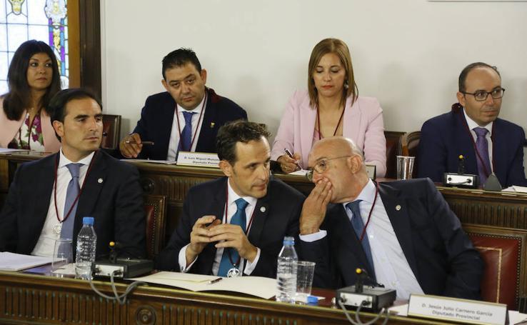 Conrado Íscar sustituye a Jesús Julio Carnero en el cargo (2/2)