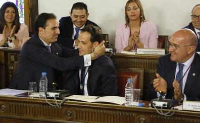 Una ceremonia bipolar para constituir la nueva Diputación de Valladolid