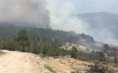 Agricultura envía dos aviones anfibios de la base de Matacán al incendio de Gavilanes