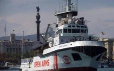 Los inmigrantes que fueron avistados por el 'Open Arms' llegan a Sicilia