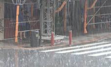 Un tremendo aguacero sorprende a los vecinos de León y deja varios litros de agua en escasos minutos