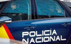 Una mujer muerde a dos agentes de la Policía Nacional de León tras negarse a abandonar un bar