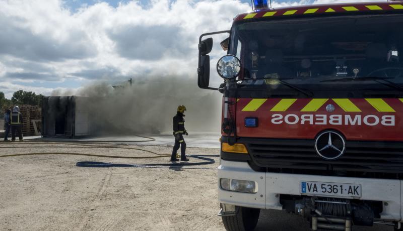 Arde un vehículo en la calle Nueva del Carmen