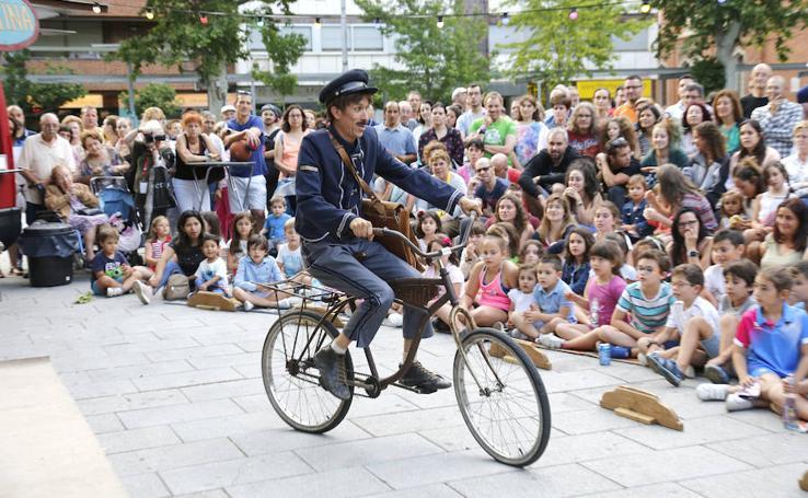 Primer día de la muestra de teatro de calle en Palencia