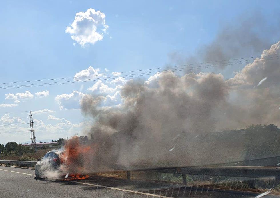 Arde un vehículo en la León-Astorga