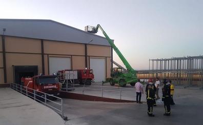 Un incendio afecta a una nave de patatas en Carbonero el Mayor