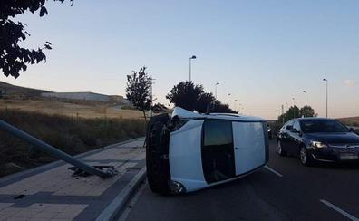 Aparatoso accidente en una de las vías de acceso a Ikea en Arroyo de la Encomienda