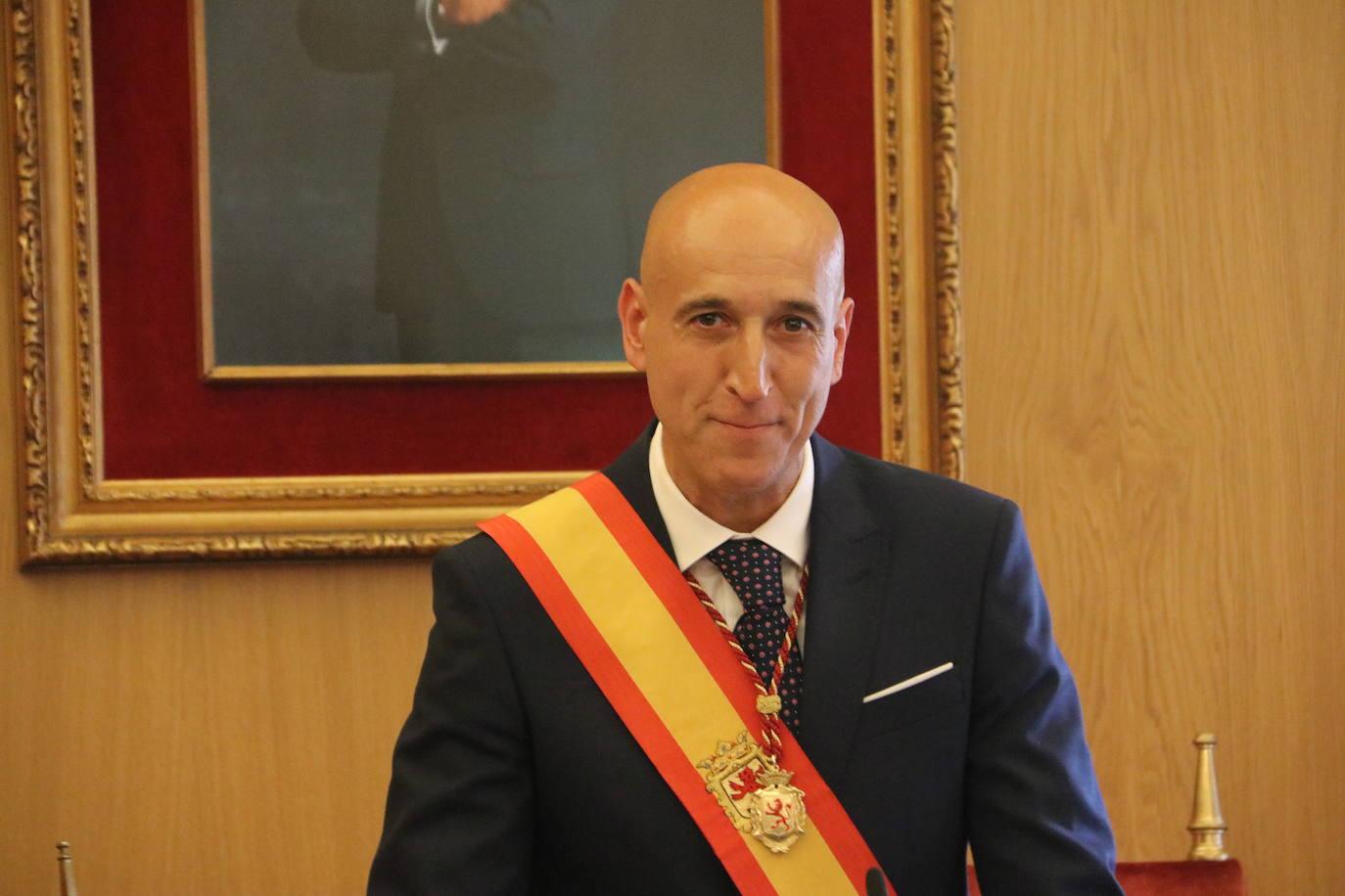 Investidura del nuevo alcalde, el socialista José Antonio Diez