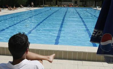 Agreden a una socorrista que les llamó la atención por bañarse con ropa interior y de calle en la piscina de Villamuriel