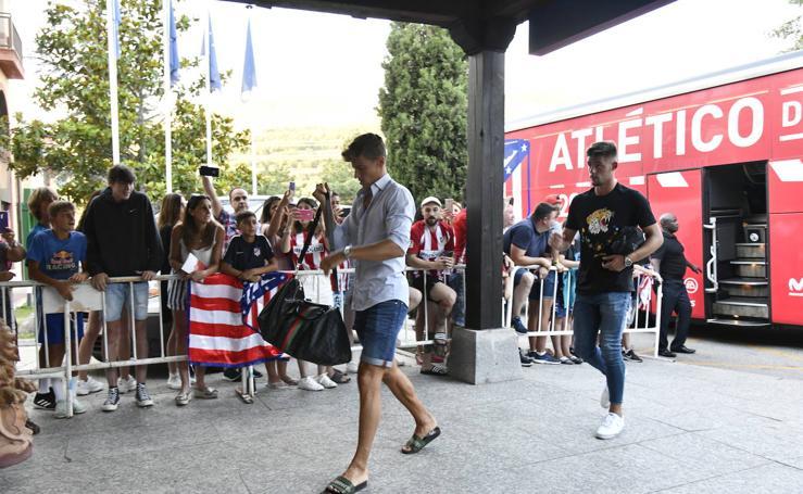 Llegada del Atlético de Madrid a Los Ángeles de San Rafael