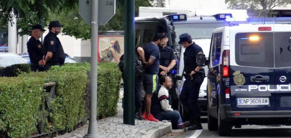 Detenido un hombre huido de la Justicia al ser interceptado en la rotonda de Vallsur en Valladolid
