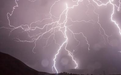 Las tormentas dejan tres incendios en la provincia de Ávila