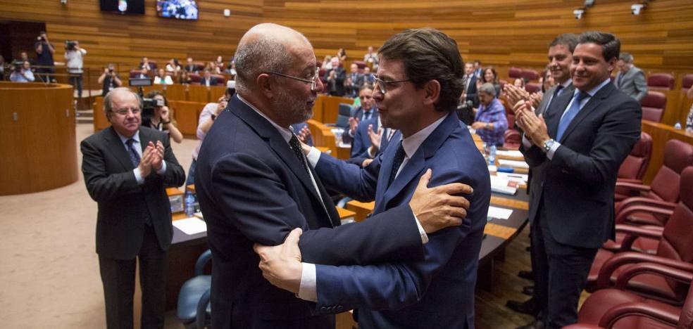 Mañueco da continuidad, con el voto de Cs, a 32 años de presidentes del PP en la Junta