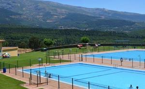 Controlan el incendio que obligó a desalojar la piscina de la Cerrallana en Béjar