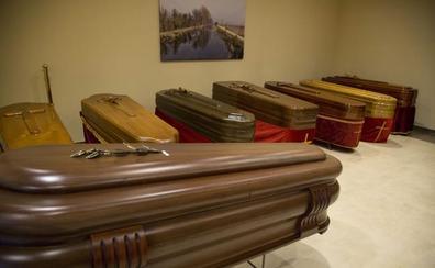 Un empleado de la funeraria de Morchón asegura que en 38 años solo ha vendido un 'arcón' de 3.000 euros