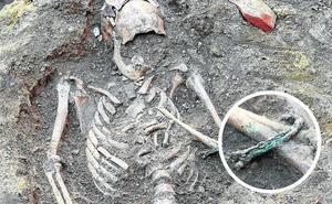 Roban la pulsera hallada en uno de los esqueletos romanos descubiertos en Palencia