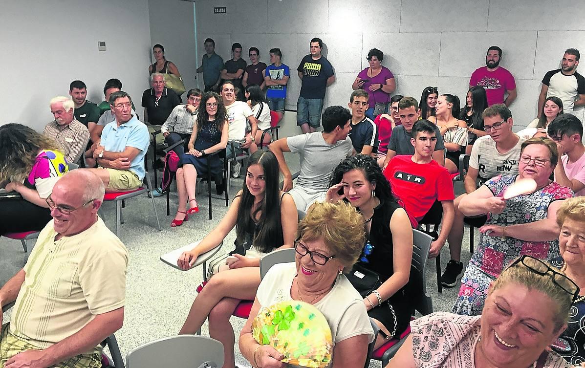 Gran participación vecinal en la reunión para completar el programa festivo de Guijuelo